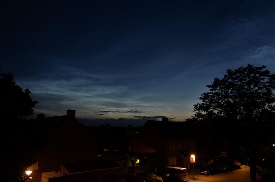 Het toetje van vandaag , lichtende nachtwolken