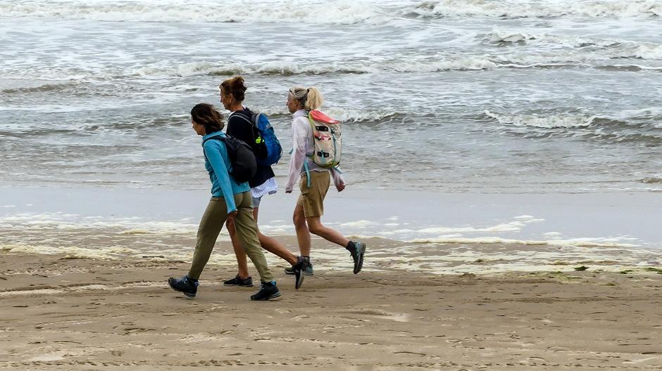 Strandwandeling in de jas