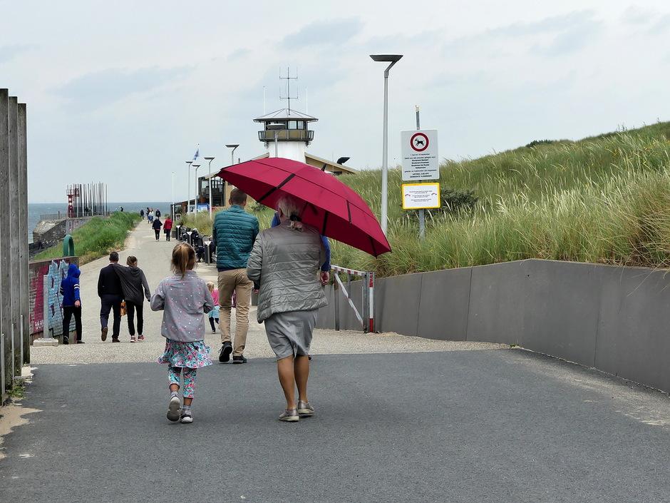 Onder de paraplu voor licht gespetter