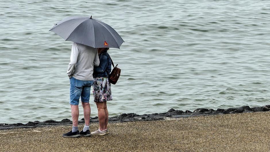 Zwaar bewolkt regen parapluweer