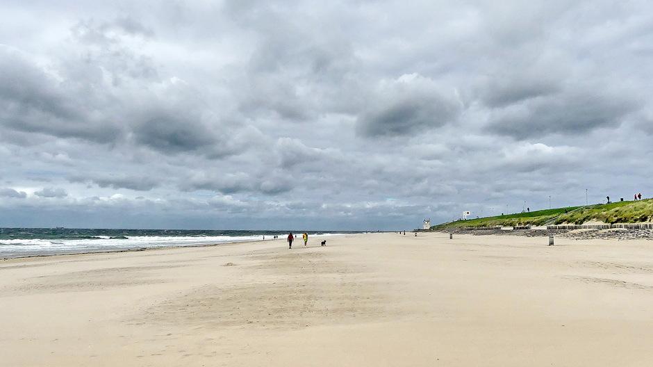 Wolken wind ongerept strand