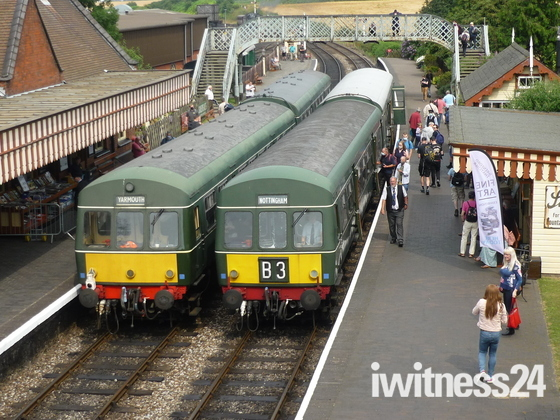 Two DMU@S at Weybourne Station