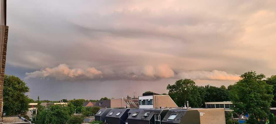 Shelfcloud boven Apeldoorn