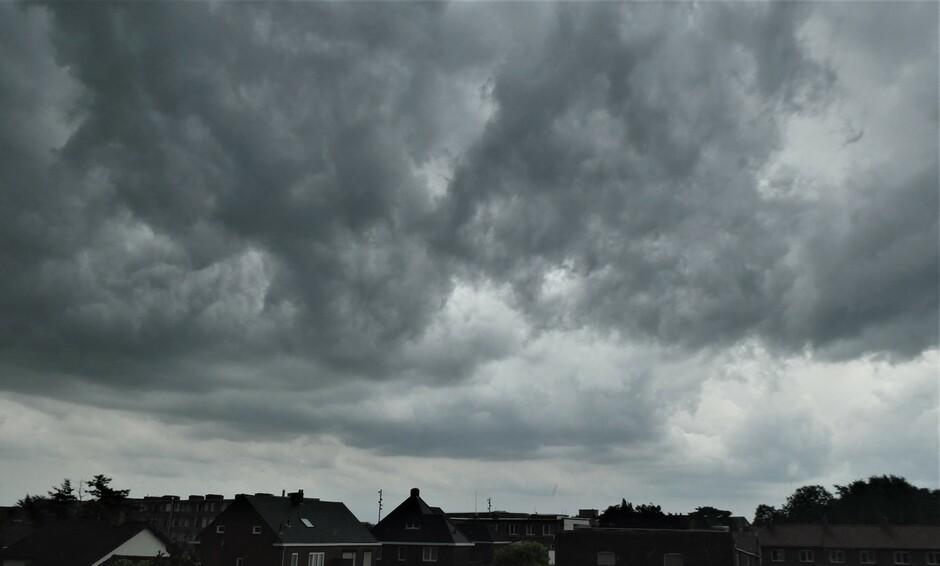 Zeer onrustige wolken.