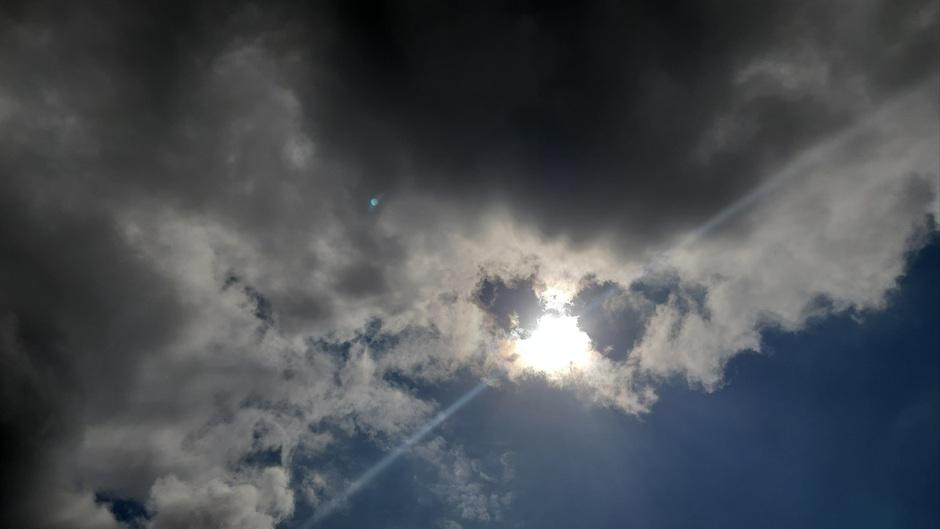 Zo'n tussen de wolken door