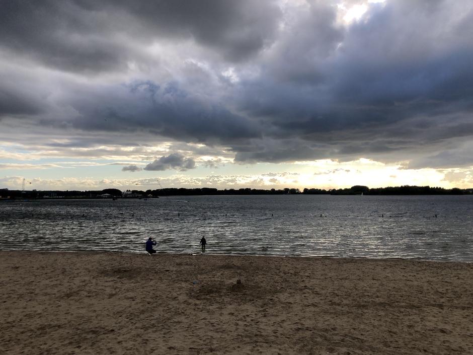 Aan het strand in Rotterdam Nesselande