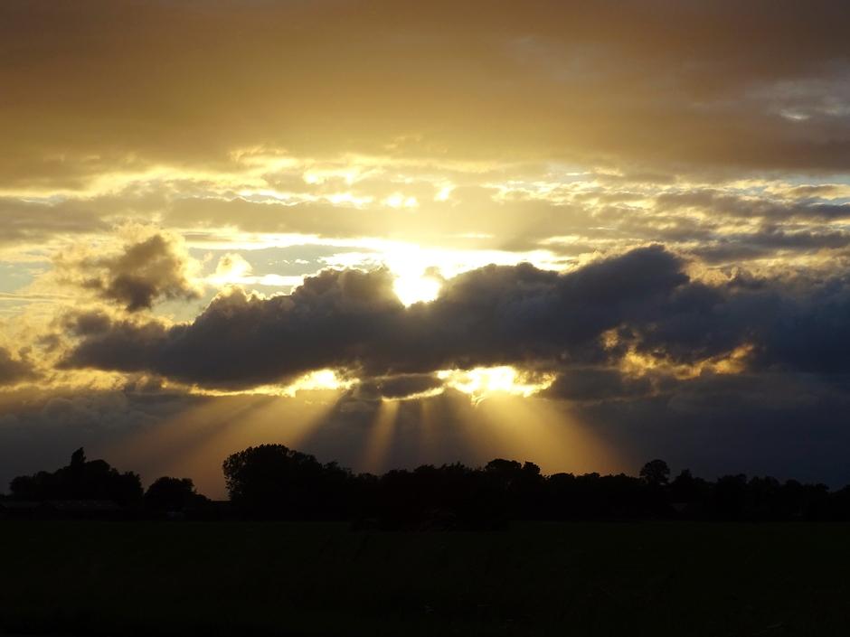 Prachtige Jacobsladders tijdens zonsondergang