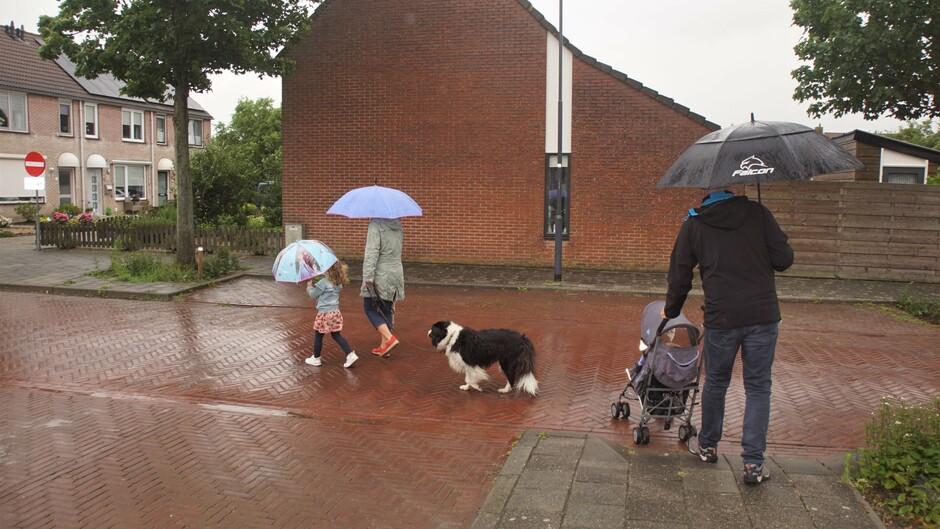 bewolkt en regenachtig weer 17 gr vanmorgen paraplu weer