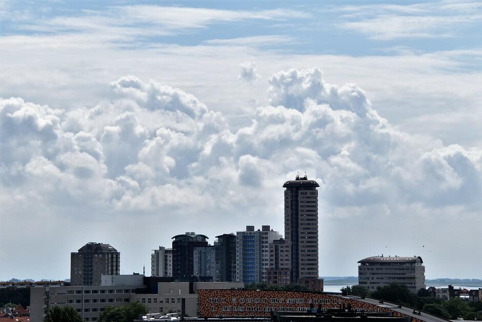 Wolken en veel zon