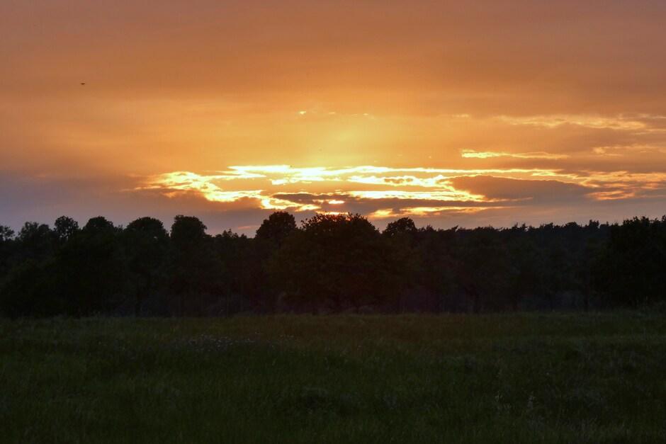Zonsondergang met avondrood in Schinveld