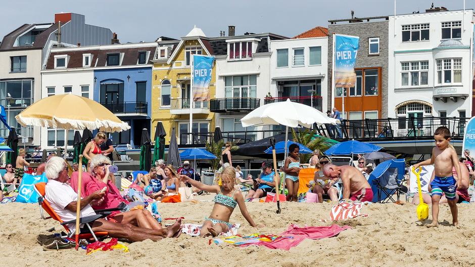 Zonnige stranddag aan de Costa Vlissingen
