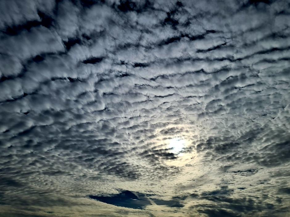 Mooie altocumulus wolken vanavond