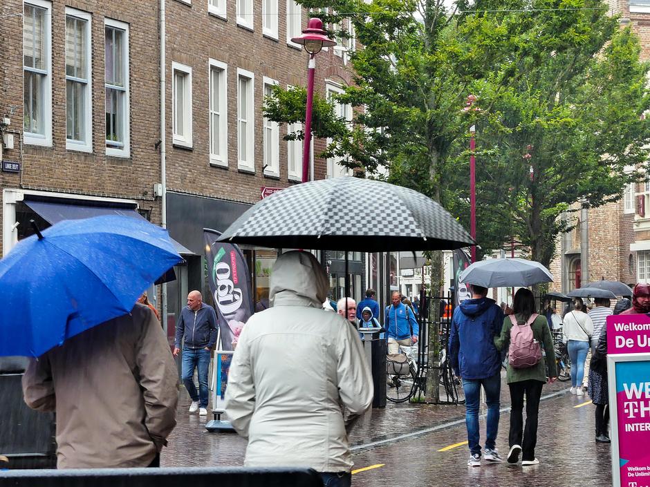 Weersomslag grijs en regen