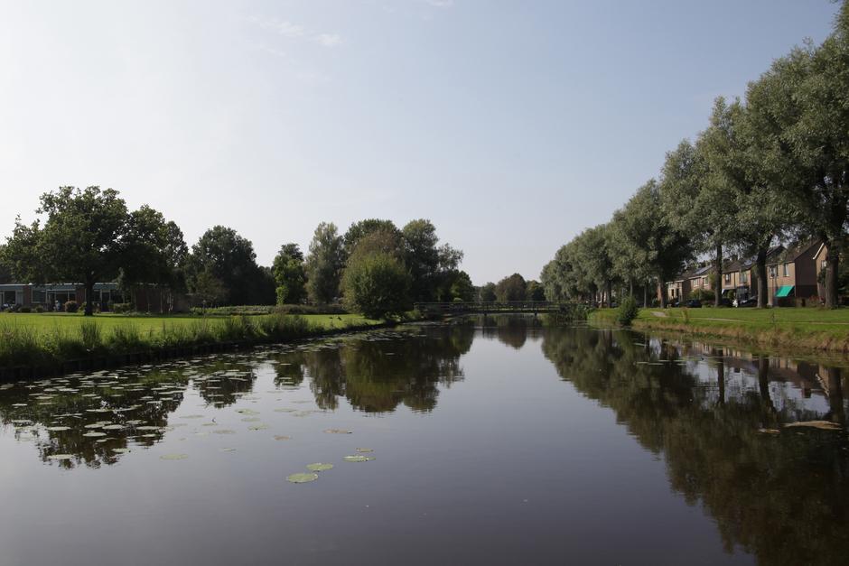 Windstil en blauwe lucht in Veendam.