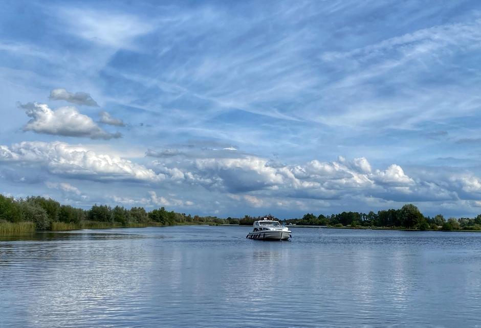 Heerlijk weer om te recreëren op het water, Vinkeveense plassen.