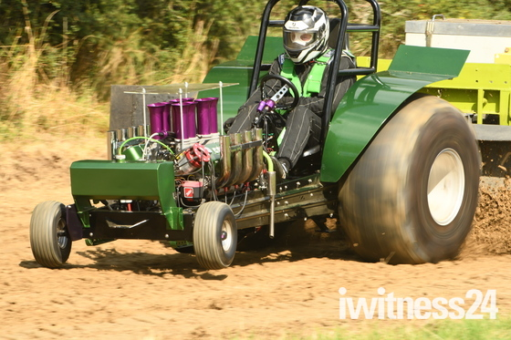 Mini Tractor Pulling Action