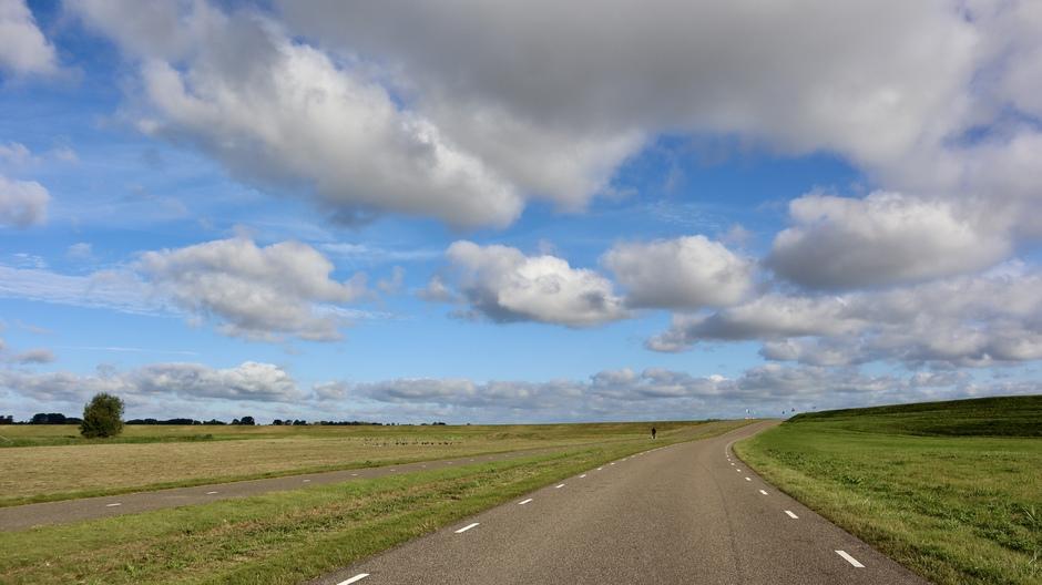 Hollands nazomerweer mooie  stapelwolkenlucht