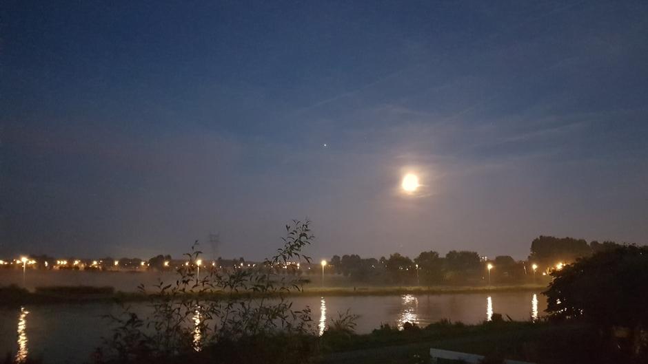De maan, Jupiter en grondmist