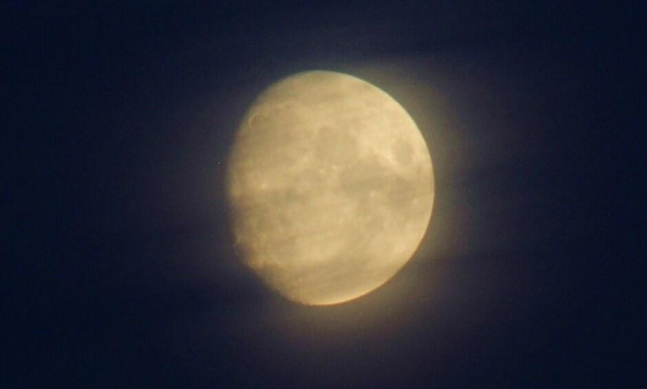 maan en bewolking