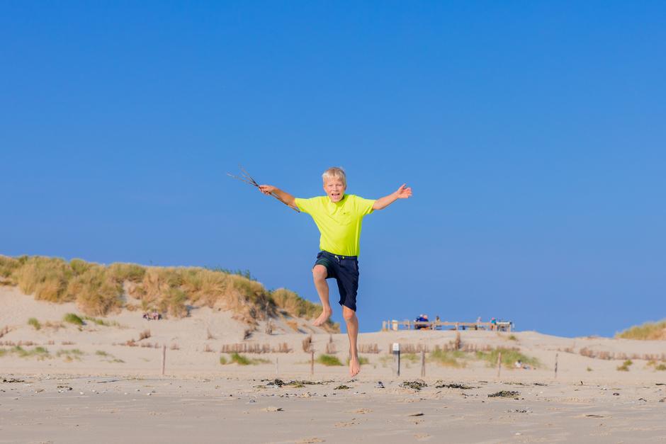 Mooie na zomerdag op ons mooie schone strand