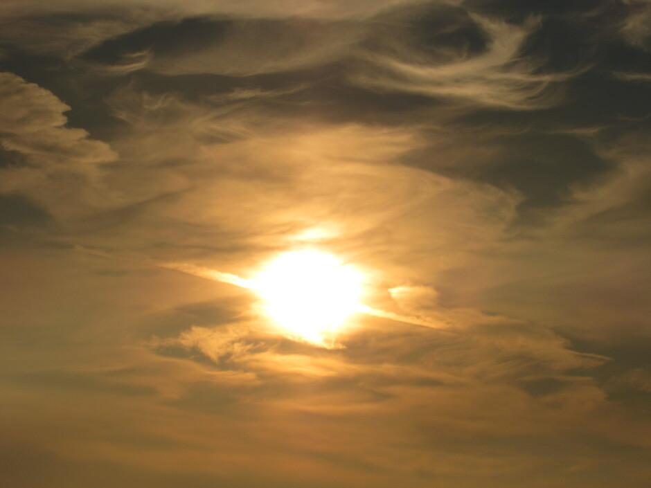 Zonsondergang met vegen en veren