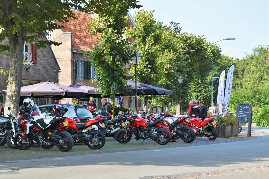 Nog een prachtige dag voor de Ducati club om te toeren