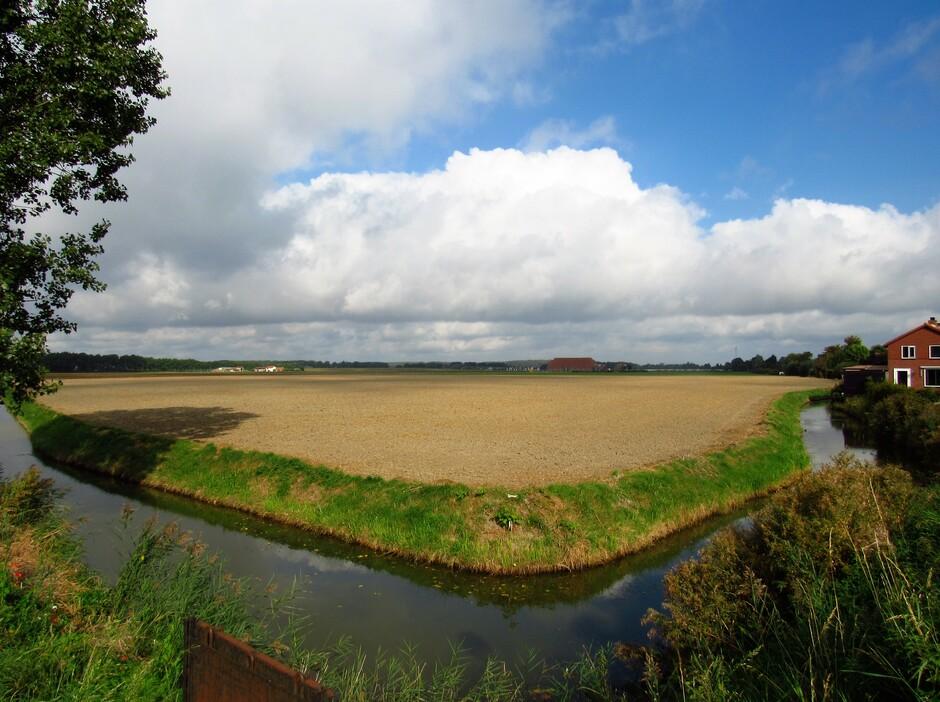 Prachtig nazomerweer met mooie wolkenpartijen en blauwe luchten, dit is in Wolphaartsdijk
