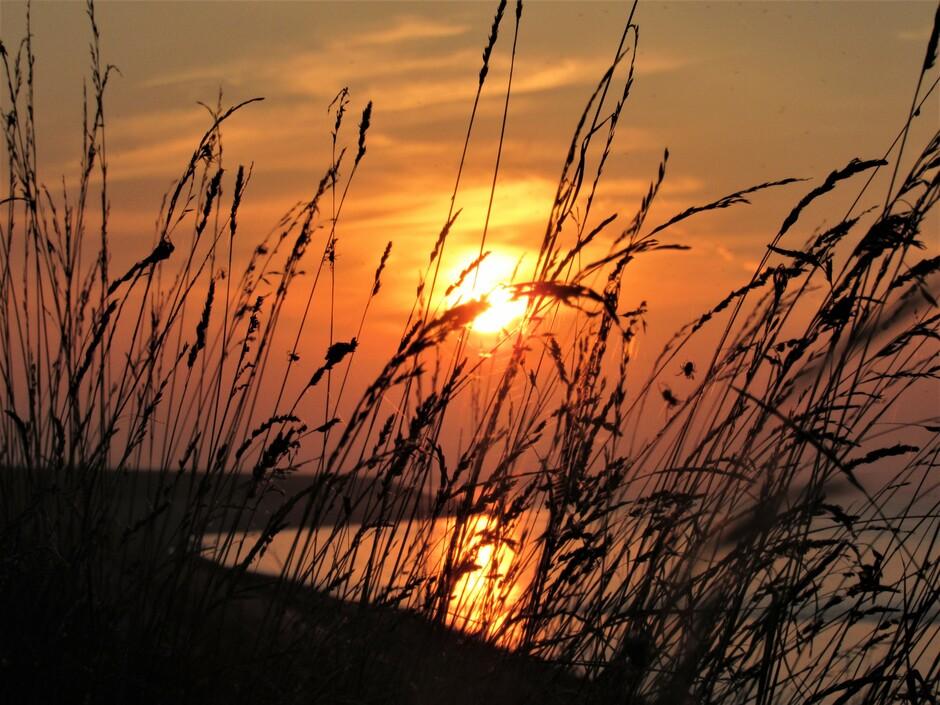 Prachtige zonsondergang bij de Oesterput in Colijnsplaat en het was er windstil......en zo rustig.... even wegdromen....