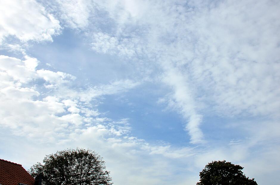 Zon en wolken.