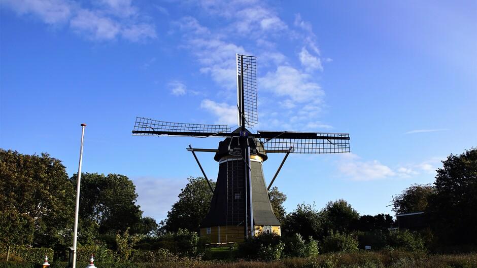 zon blauw wolkjes 14 gr bij de molen